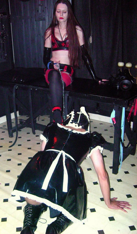 Staines-Mistress-Claudia-with-rubber-sissyslut