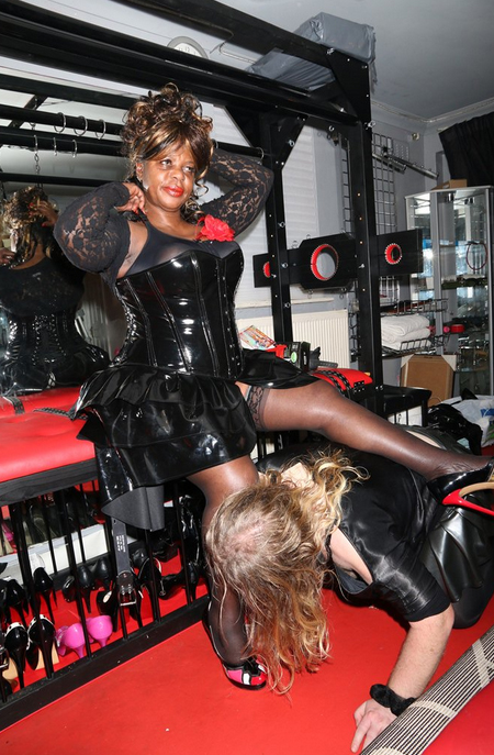 Black-London-Mistress-Goddess-Dionne