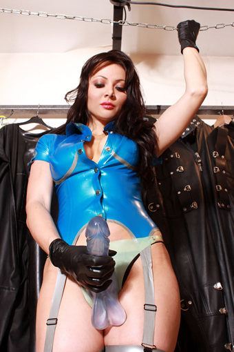 english-dominatrix-miss-de'vil