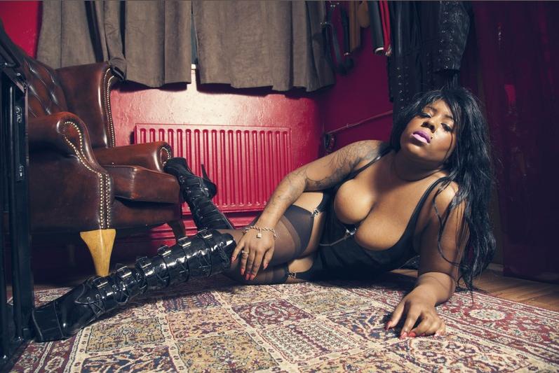 black-london-mistress-esme