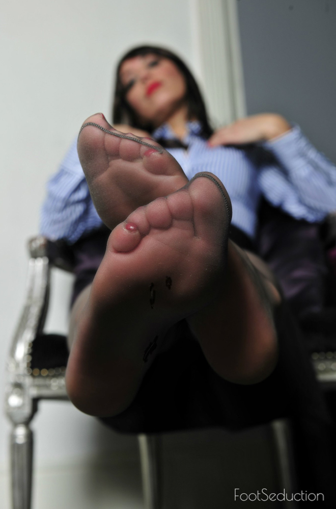 london-mistress-lady-sedcutress-foot-seduction