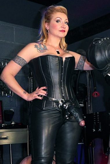 strapon-london-mistress-madam-helle