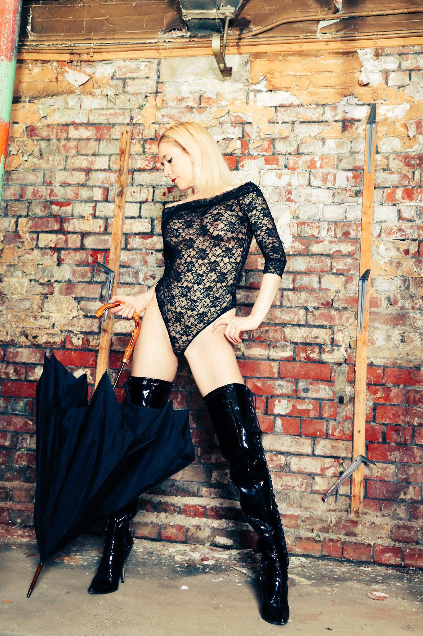 london-mistress-luci-on-tour
