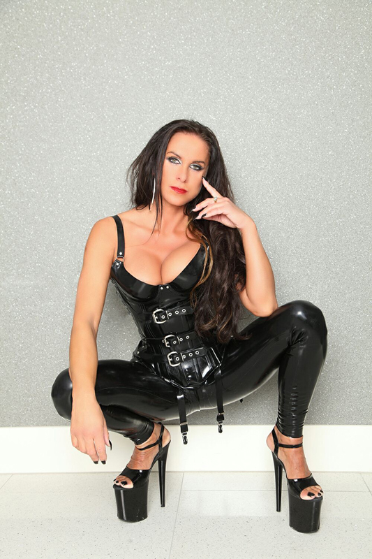#LondonMistresses - German Mistress Lady Pia in London for