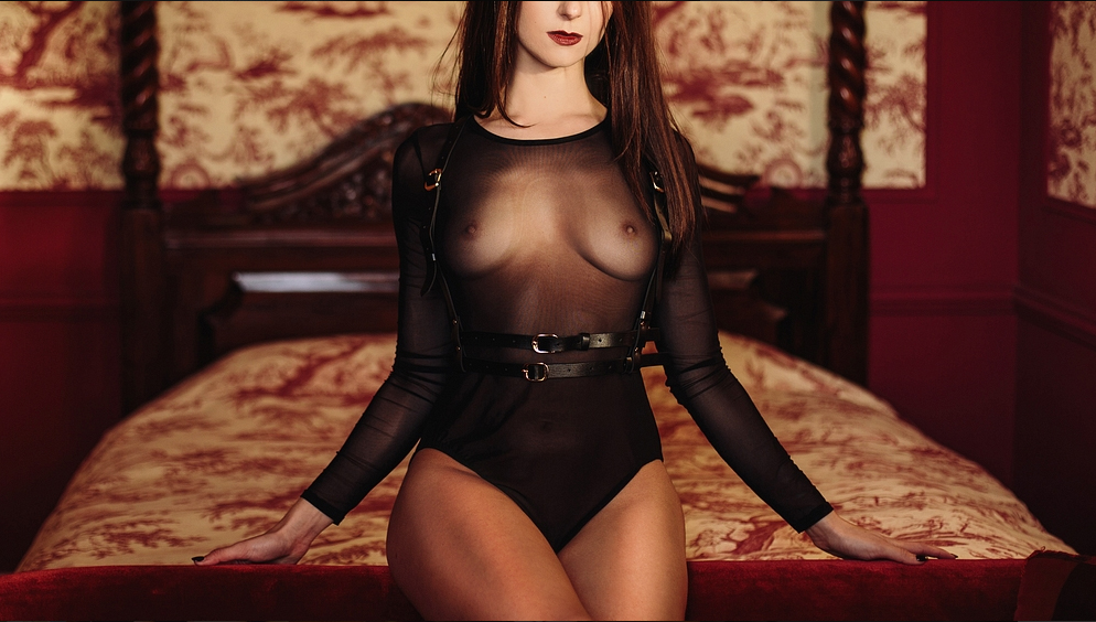 londons-submissive-louisa-knight