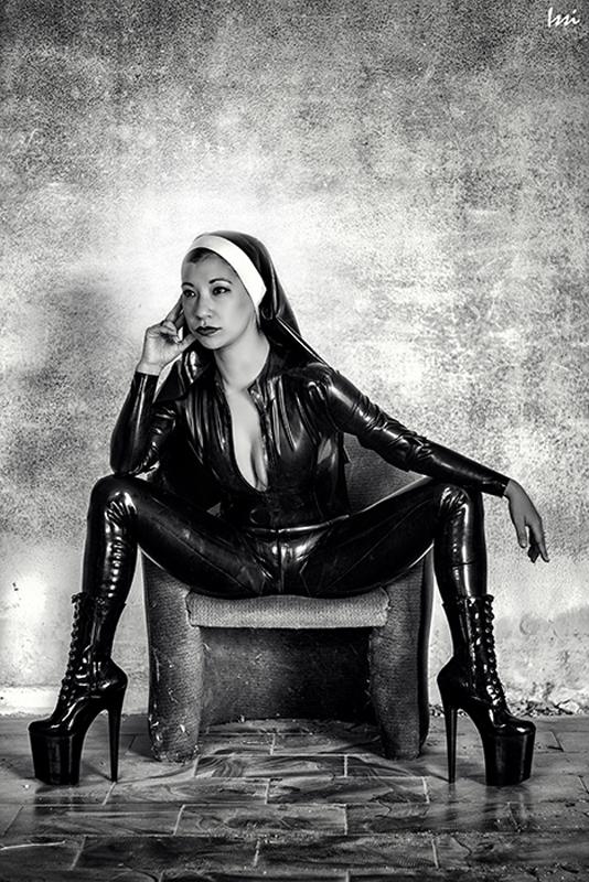 London-Mistress-Kawa