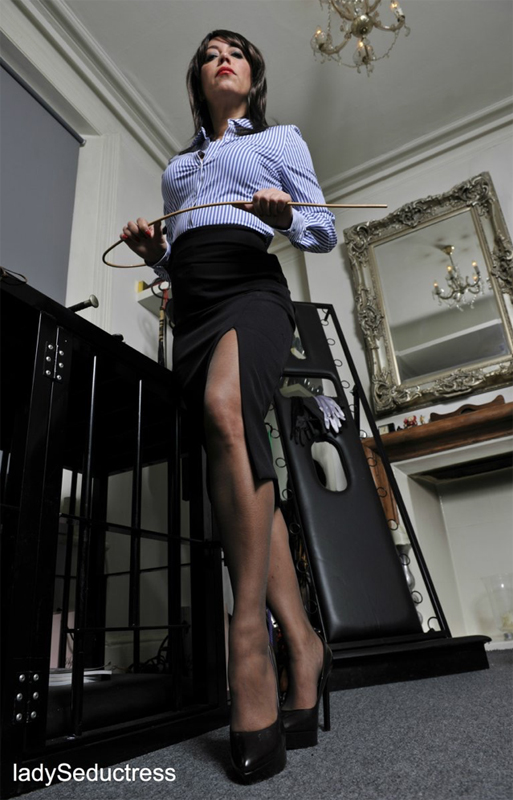 London-Mistresses-Lady-Seductress-with-her-cane